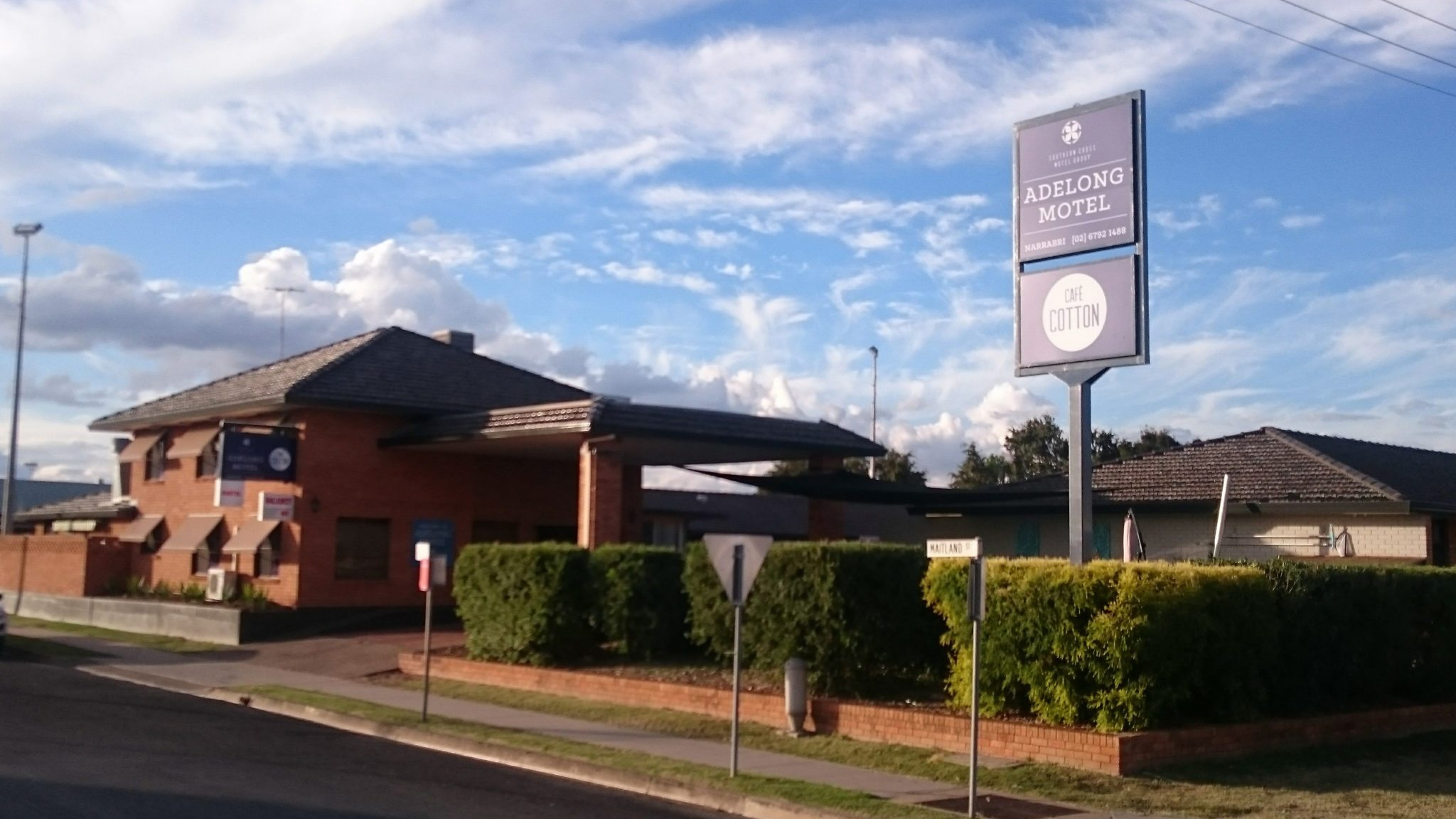 Narrabri Accommodation, the Adelong Motel, seen from the road