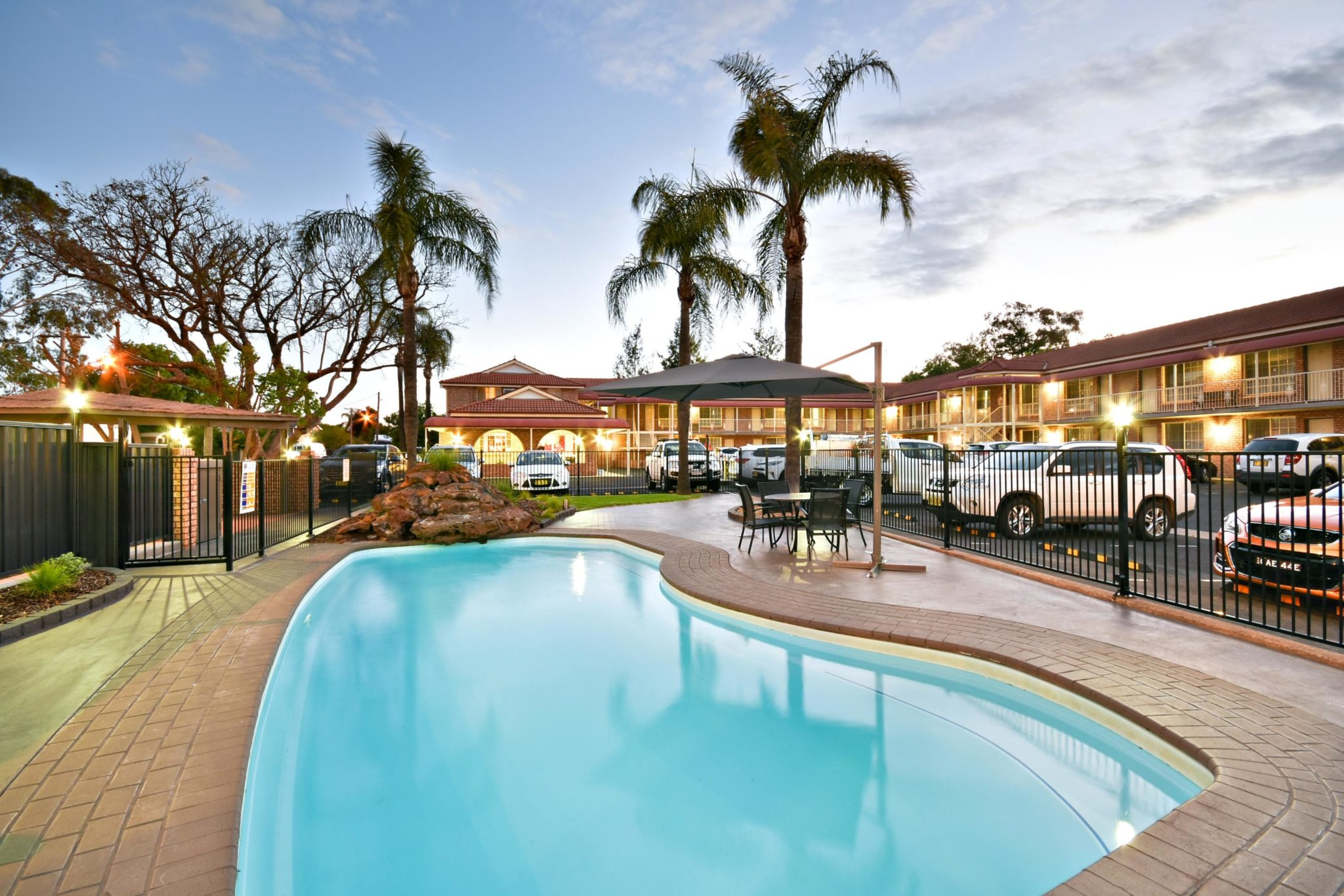 Perfect for hot summer days, the Aberdeen Motel in Dubbo features a nice big pool