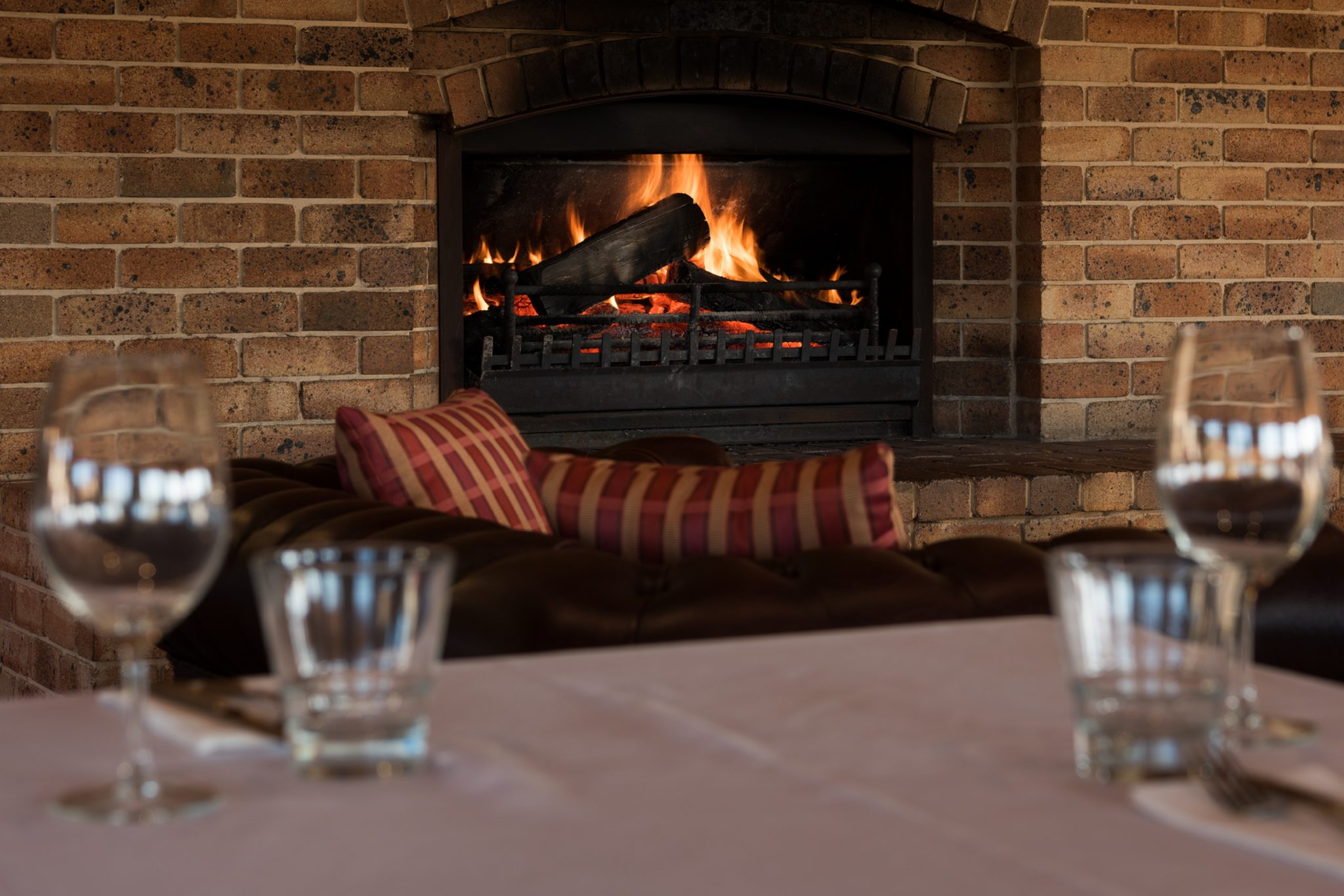 Relax by the fire at the Bowen Inn Motel's Surveyors restaurant for drinks and dinner in Lithgow